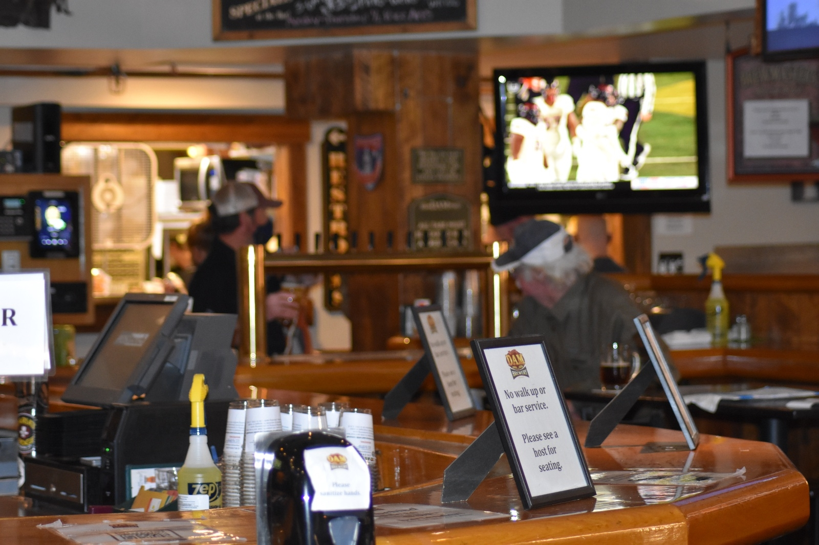 A bartender stands ready to serve guests at Dillon Dam Brewery on Wednesday, Nov. 18. On Sunday, Nov. 22, Summit County will move into level red, which will prohibit indoor dining. | Photo by Taylor Sienkiewicz / tsienkiewicz@summitdaily.com