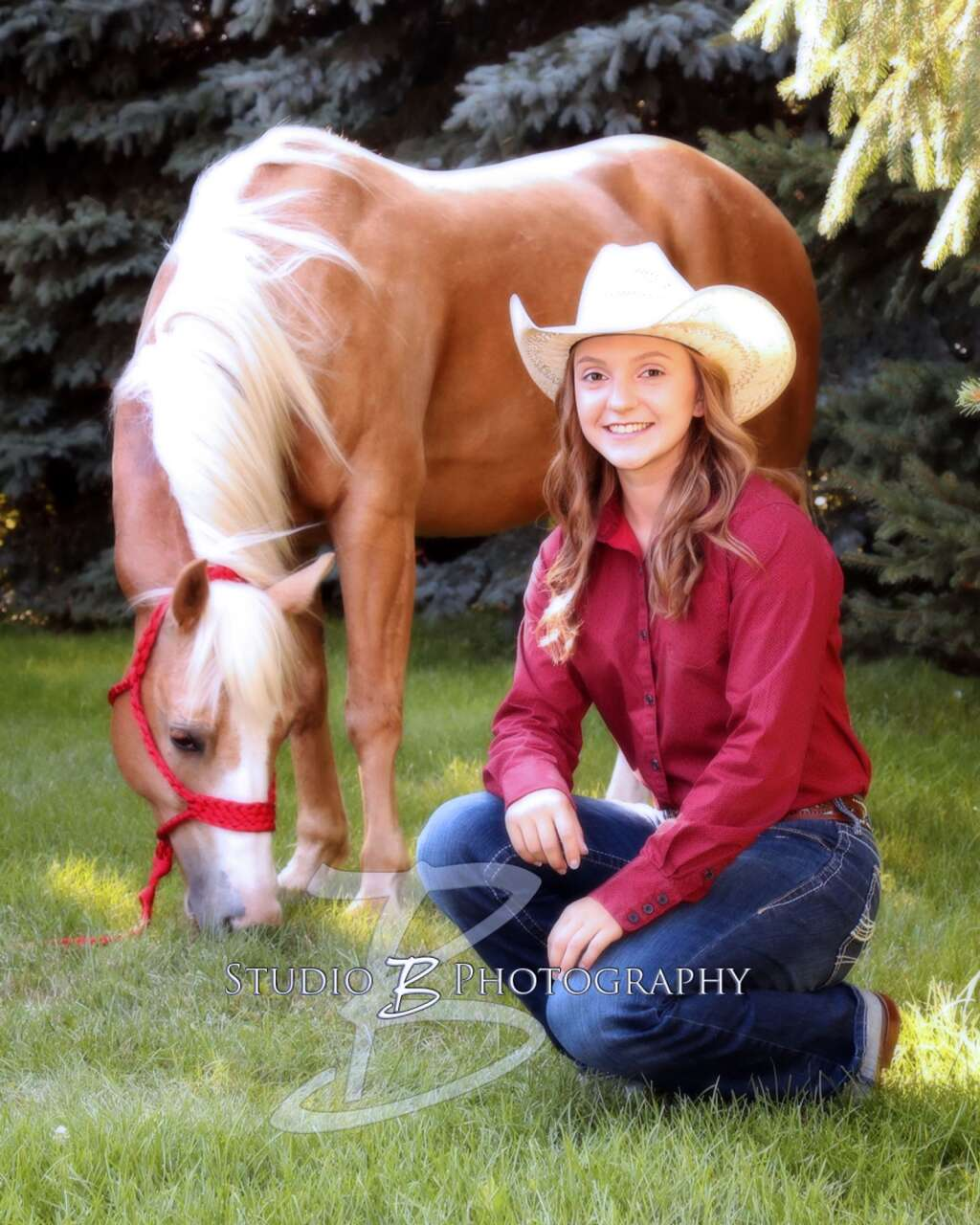 Kaci Wickersham, Verdigre, Neb., is co-valedictorian of the Summerland High School at Orchard Class of '21. She is headed to her third Nebraska State High School Finals Rodeo this June. Photo courtesy Studio B Photography