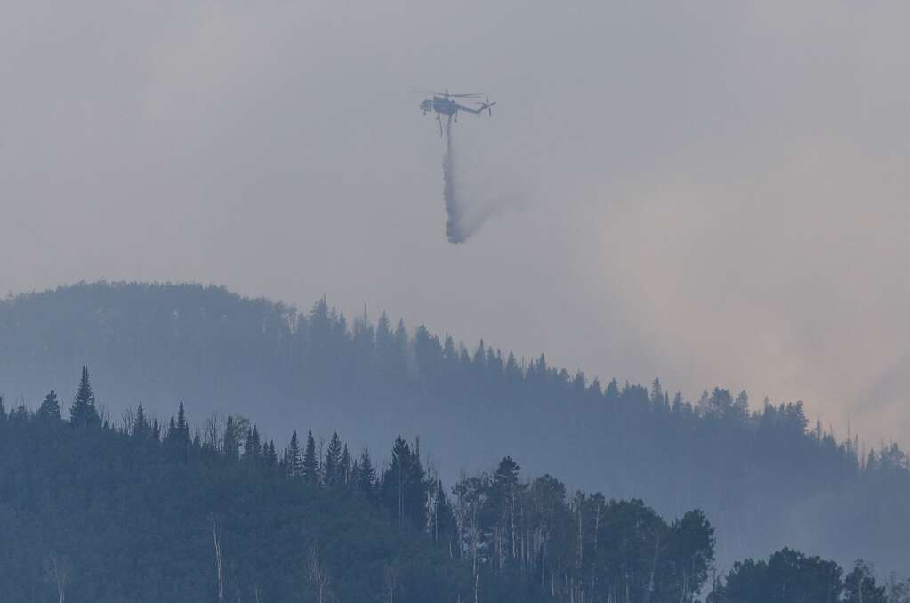 A Sikorsky S-64 Skycrane helicopter drops water Thrusday at Sylvan Lake State Park outside of Eagle.  | Chris Dillmann/cdillmann@vaildaily.com