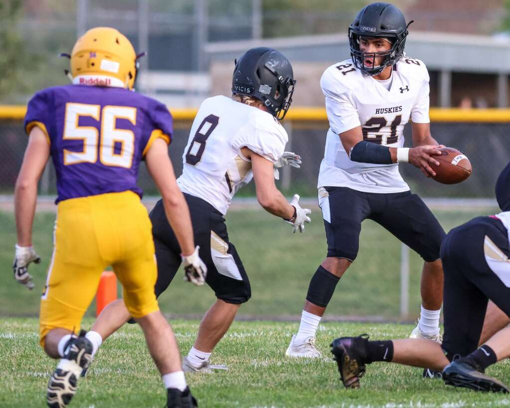 Battle Mountain quarterback Elijah Morales looks to handoff to Thomas Dekanich during their game against Basalt on Thursday, Sept. 2, 2021, on the BHS field. | Photo by Austin Colbert/The Aspen Times