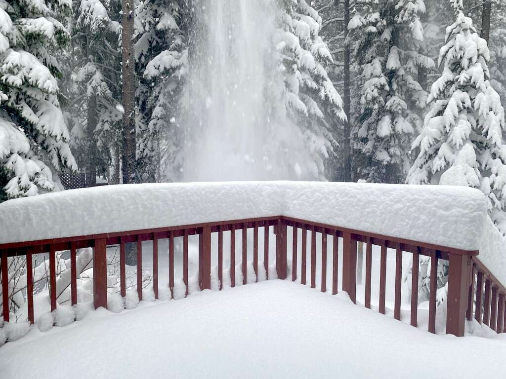 Tahoe woke up to about 2 feet of fresh snow on Thursday. <em id=