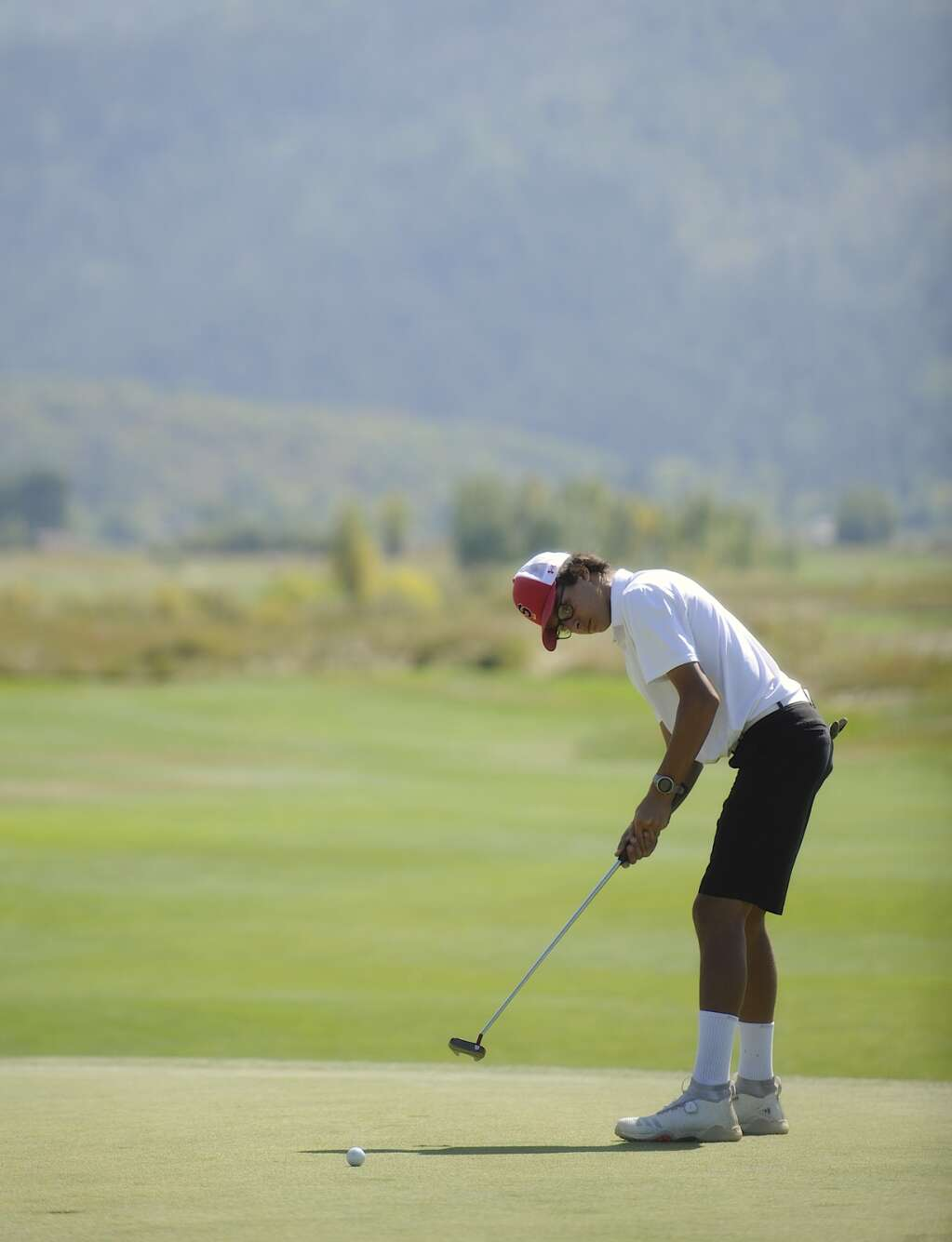 Steamboat Springs sophomore golfer Micheal Dinapoli putts at the Steamboat Sailor Invitational at Haymaker Golf Course on Tuesday. | Shelby Reardon/Steamboat Pilot & Today