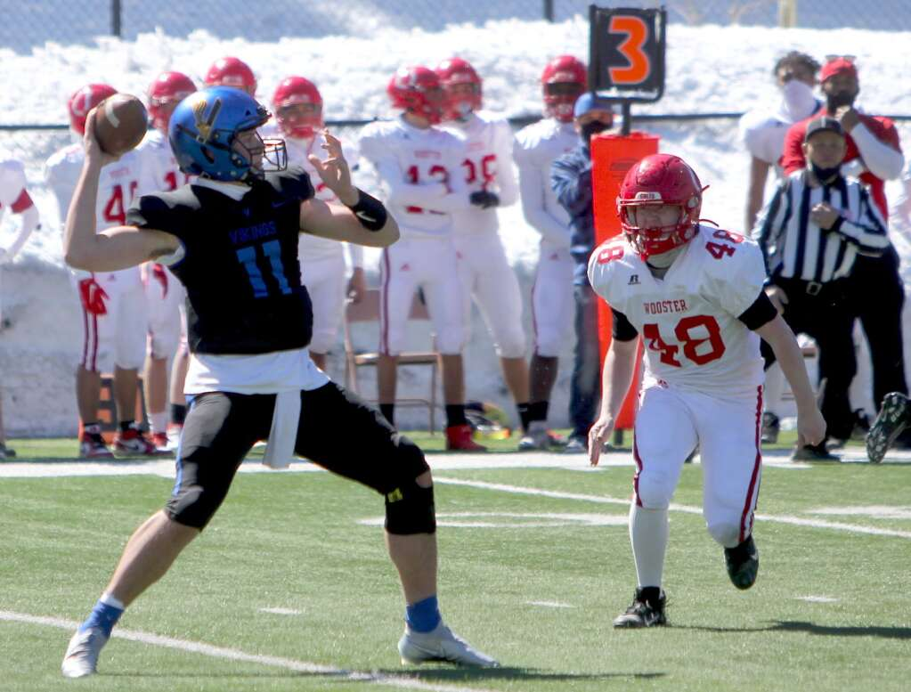 South Tahoe senior quarterback Jake Tarwater throws for one of his seven touchdown passes Saturday afternoon. <em id=