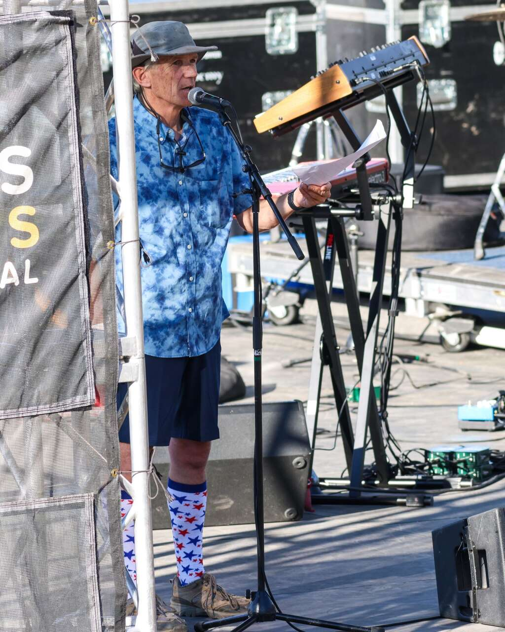 Don Chaney introduces Miss Mojo, a funk band from New Orleans, before they perform a free concert on Sunday, July 4, 2021, on Fanny Hill in Snowmass Village.   Austin Colbert/The Snowmass Sun