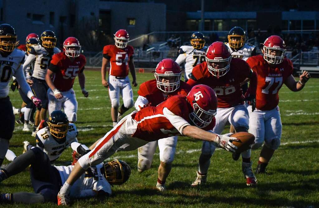 Glenwood Springs Demon Blake Nieslanik stretches into the end zone to score during Friday night's rivalry game against the Rifle Bears. |Chelsea Self / Post Independent