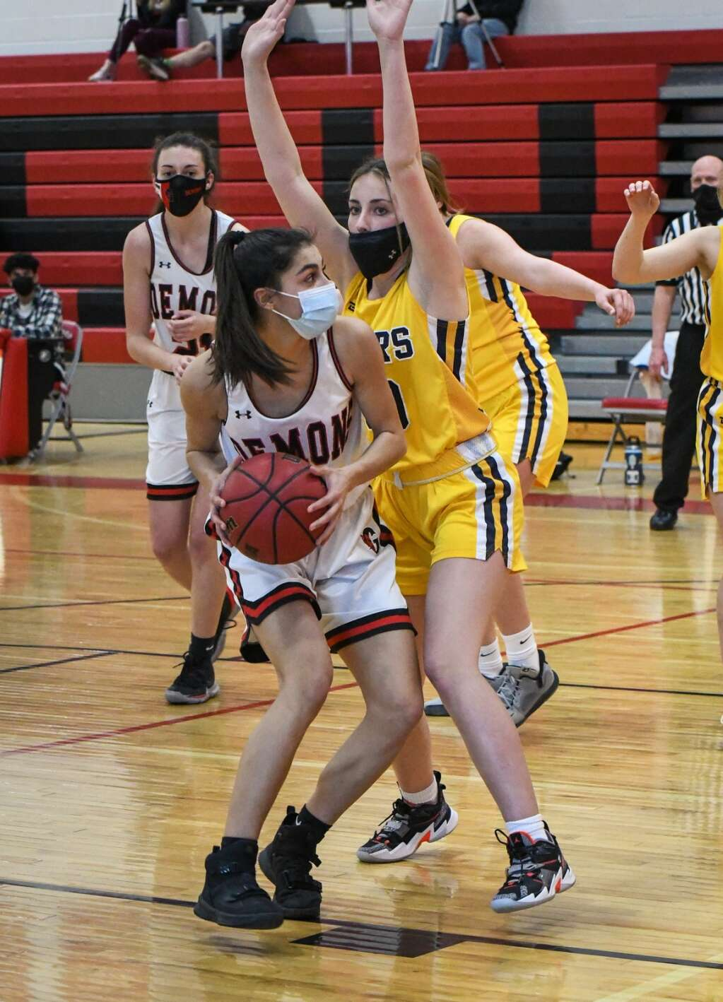 Glenwood Springs Demon Miah Suarez looks for an open teammate during Tuesday night's rivalry game against the Rifle Bears. |Chelsea Self / Post Independent
