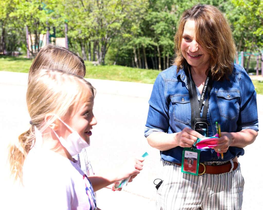 Julie Markalunas Hall, a speech language pathologist through the Aspen School District, works through a treasure hunt with some of her third-grade students on Tuesday, June 8, 2021, the final day for the AES this school year. It was also the final day, with students, for Markalunas Hall, who is retiring. Photo by Austin Colbert/The Aspen Times.
