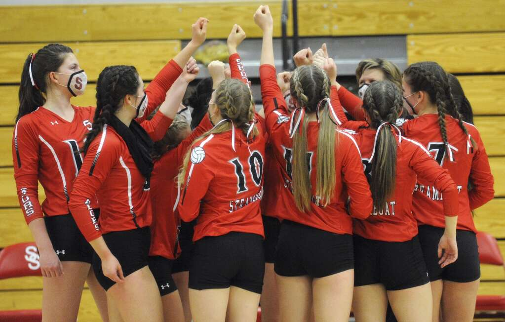 The Steamboat Springs volleyball team heads back onto the court for the third set against Moffat County on Wednesday night. (Photo by Shelby Reardon)