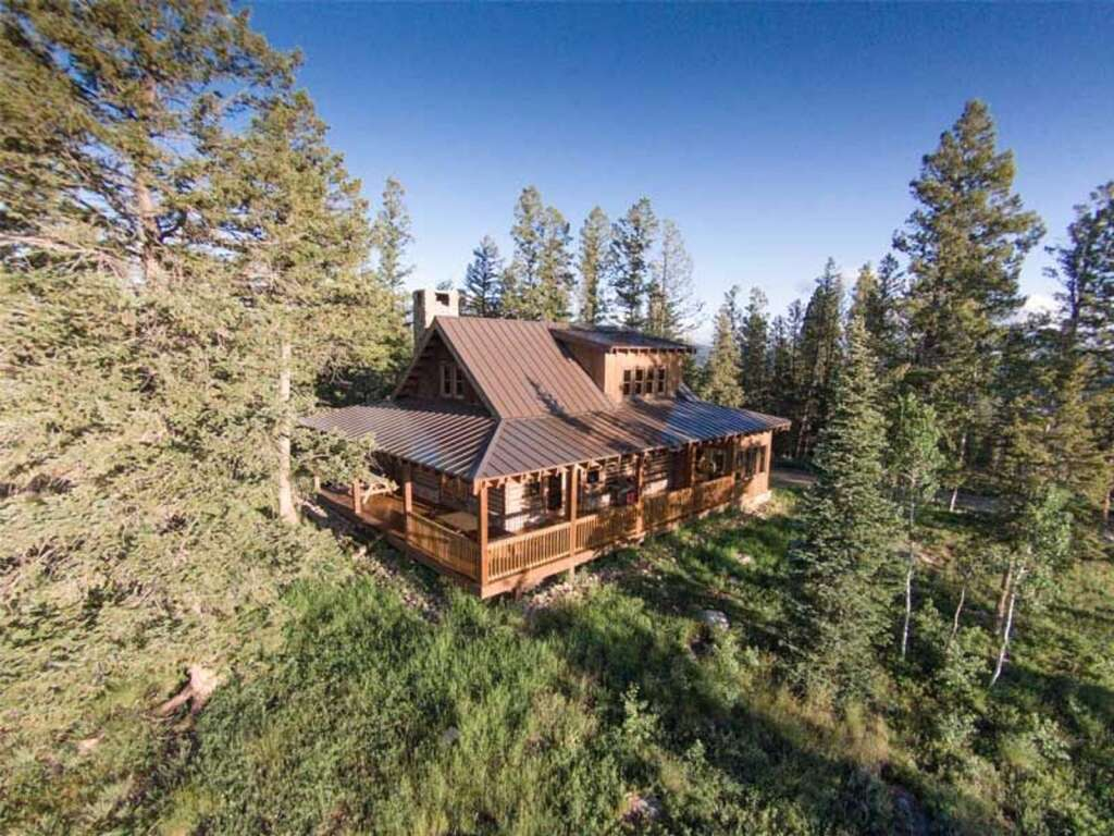 The High Plains Ranch comes with a ski cabin that sleeps up to 10 people. | Courtesy High Plains Ranch