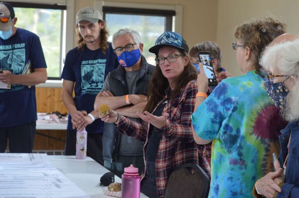 Dr. Amy Honan, center, walks through the finds from the weekend and answers questions from the audience. | McKenna Harford/mharford@skyhinews.com