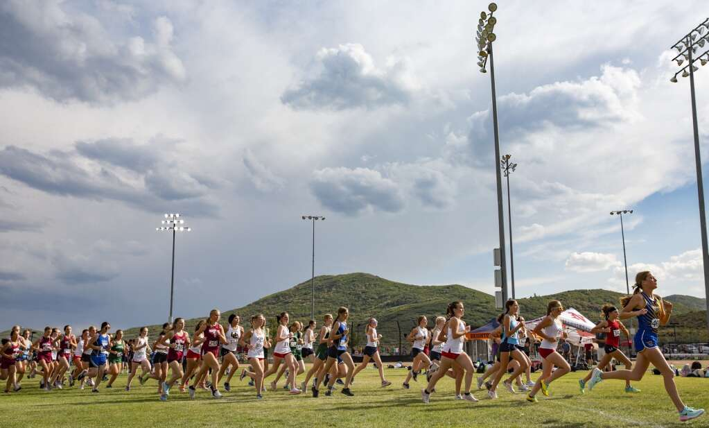 The girls junior varsity teams set out on their cross country race in Round Valley Friday afternoon, Sept. 10, 2021. (Tanzi Propst/Park Record)