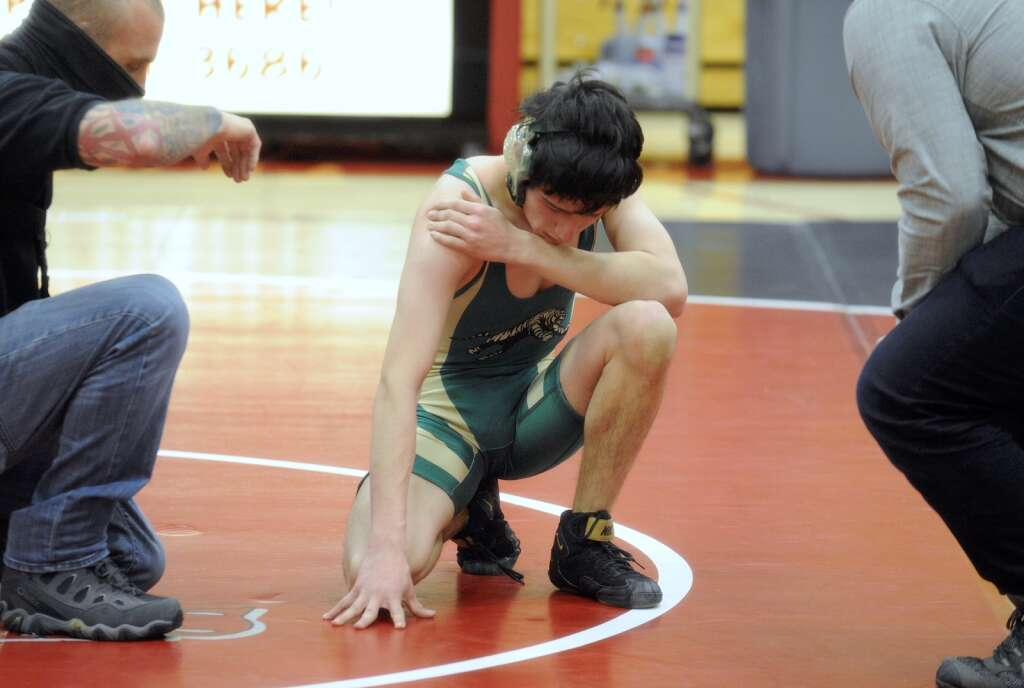 Giovanni Marquez suffered a shoulder injury partway through the match, but came back to pin Jairo Acovarria in just under three minutes in a dual against Glenwood Springs in Steamboat Springs on Thursday. | Photo by Shelby Reardon / Steamboat Pilot & Today
