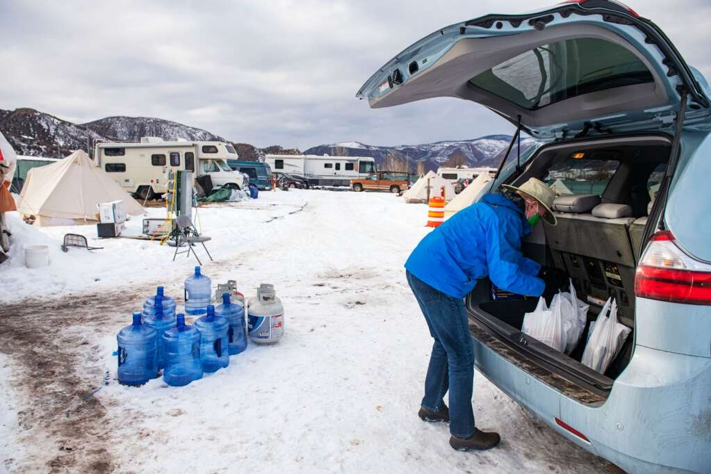 Randy Woods with Snowmass Rotary delivers meals Feb. 19 for some of the homeless residents at the Brush Creek Lot Safe Outdoor Space. (Kelsey Brunner/The Aspen Times)