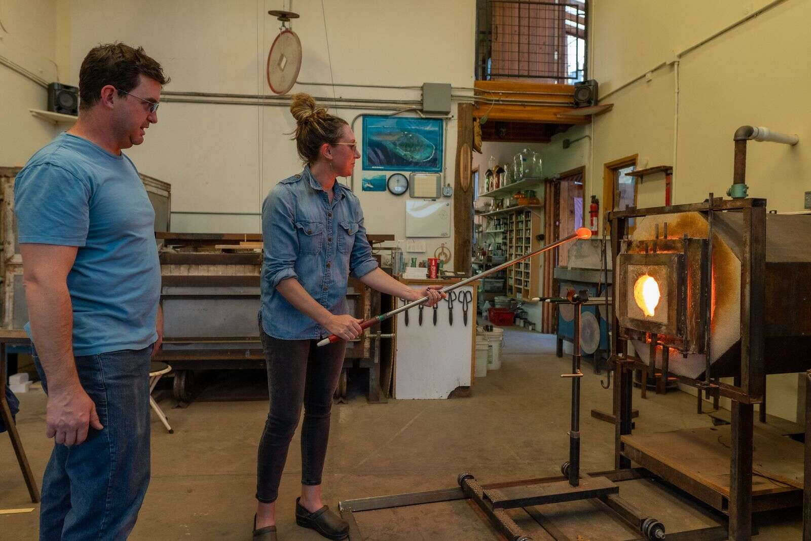 Moving hot glass around the hot shop requires constant rotation. | Craig Turpin/Rising Sun Photography
