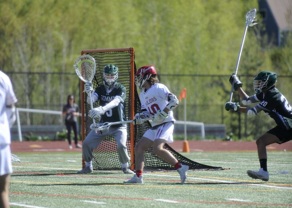 Steamboat Springs boys lacrosse sophomore Hayden Magnuson prepares to wrap the ball around the goaltender to score during a game against Summit on Monday evening. (Shelby Reardon)