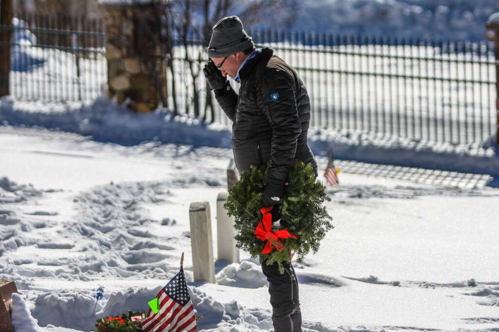 Wreaths are laid for veterans Saturday in Minturn. Volunteers helped lay wreaths for veterans to pay homage to their service. | Chris Dillmann/cdillmann@vaildaily.com