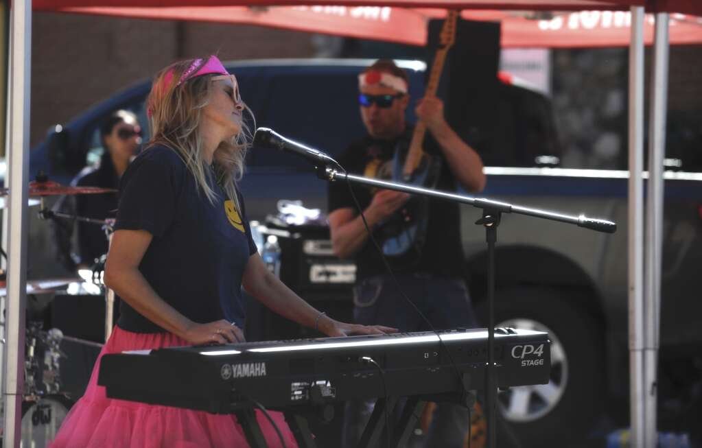 In honor of the 40th anniversary of the Steamboat Marathon, an 80's band played covers of popular songs on Sunday morning. (Shelby Reardon)