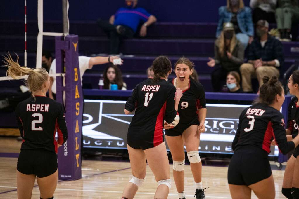 Aspen's Maddie Lee (9) screams with her teammates after a point during the varsity game at Basalt High School on Thursday, Oct. 21, 2021.   Kelsey Brunner/The Aspen Times