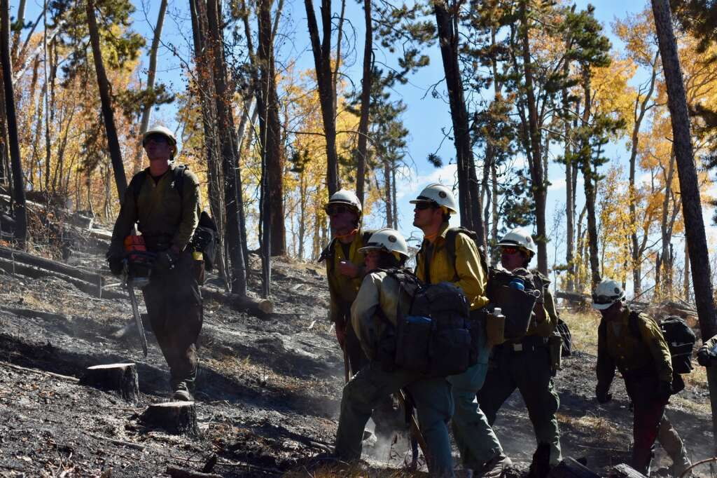 Firefighters work to expand and enforce containment lines on the Ptarmigan Fire on Monday, Oct. 4. | Sawyer D'Argonne/Summit Daily News