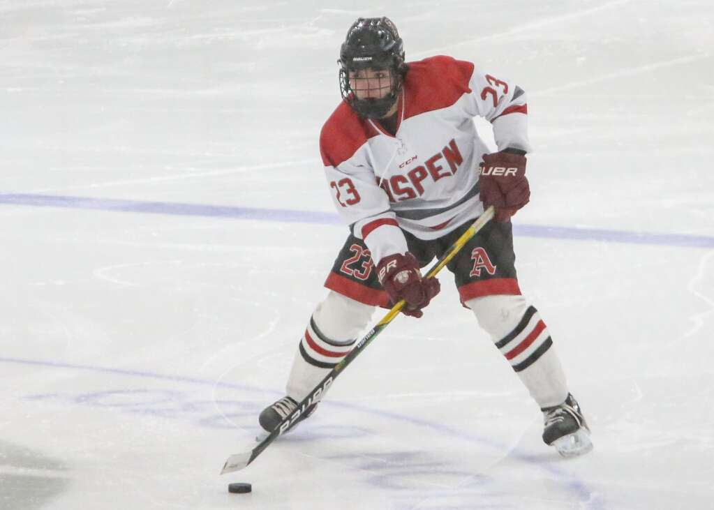 Aspen High School hockey hosts Crested Butte on Wednesday, Feb. 17, 2021, at Lewis Ice Arena in Aspen. Photo by Austin Colbert/The Aspen Times.