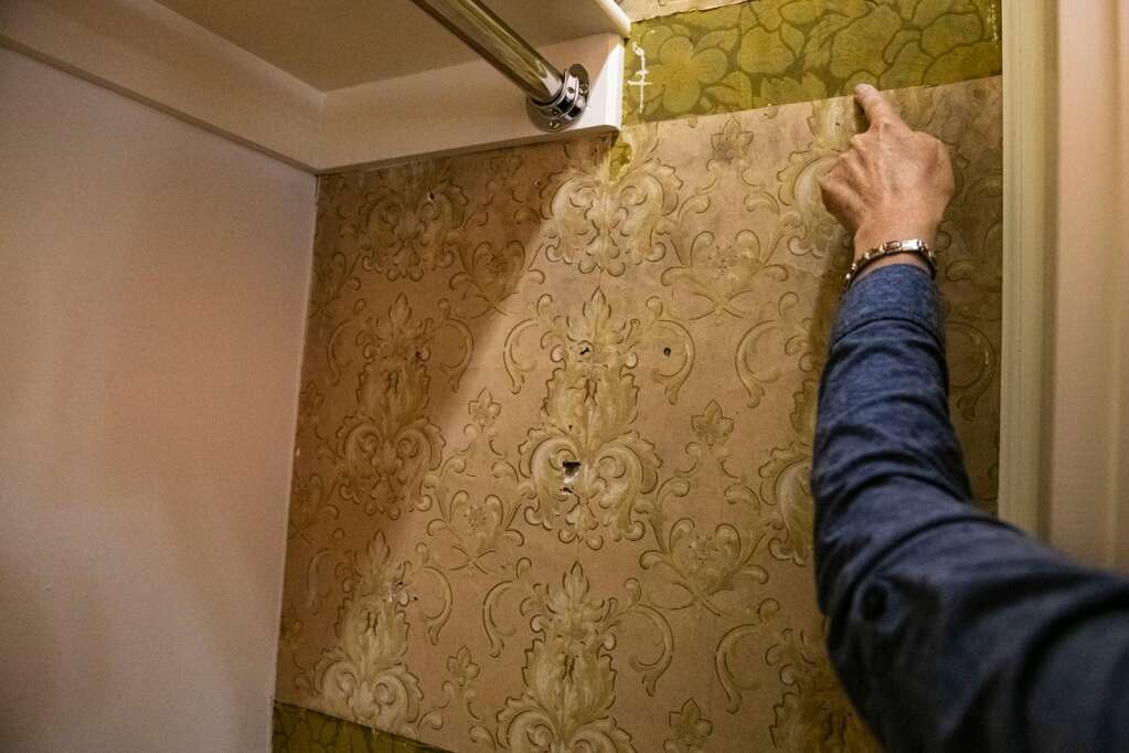 Aspen Historical Society curator Lisa Hancock points out a found strip of original wallpaper in a side closet of Aspen Historical Society's victorian Wheeler-Stallard Museum on W. Bleeker St. in Aspen on Wednesday, May 12, 2021. This is the only original wallpaper located in the house and they are using the swatch as inspiration for the color and design of the new wallpaper project. (Kelsey Brunner/The Aspen Times)