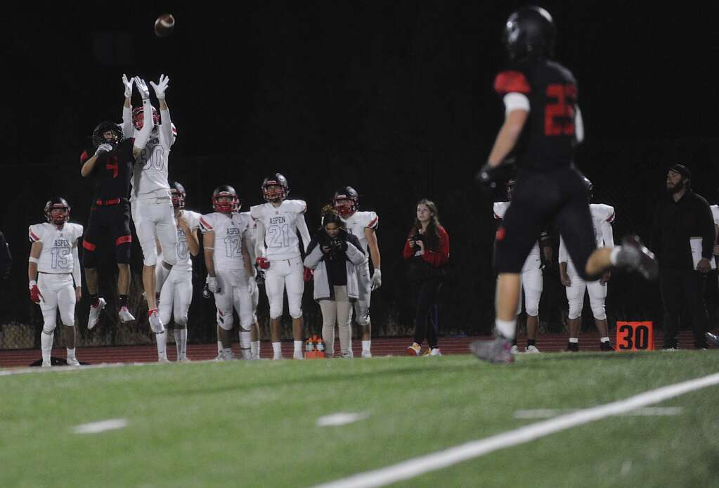 Aspen reciever Mateo Bakken nearly catches a ball during the homecoming football game at Steamboat Springs on Friday night. | Shelby Reardon/Steamboat Pilot & Today