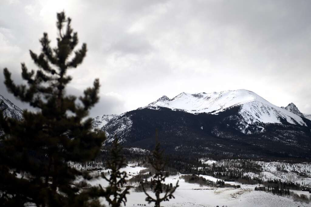 The Gore Range is seen on Friday, Jan. 29. Summit County commissioners have approved a resolution to change the name of the range, but some Grand County commissioners are opposed. | Photo by Jason Connolly / Jason Connolly Photography