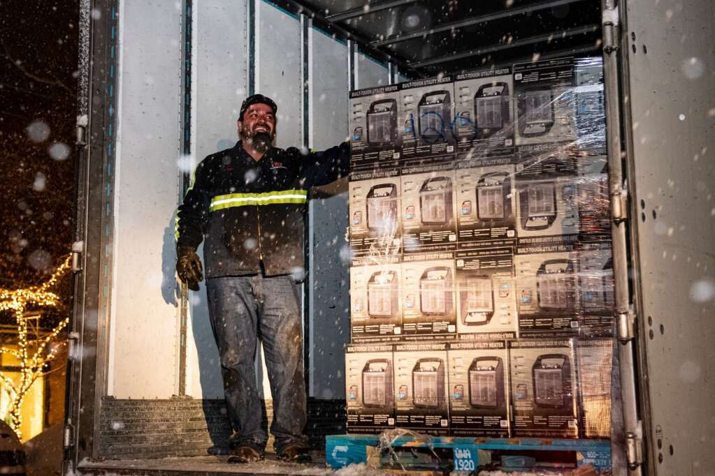 Driver Chris Vigil guides the unloading of space heaters for Aspen residents during a gas outage on Monday, Dec. 28, 2020. (Kelsey Brunner/The Aspen Times)