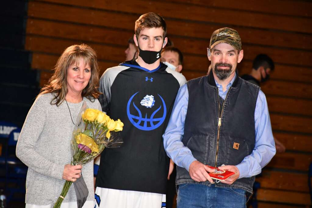 Wesley Counts with his mother and father on Senior Night. (Andy Bockelman / For Craig Press)