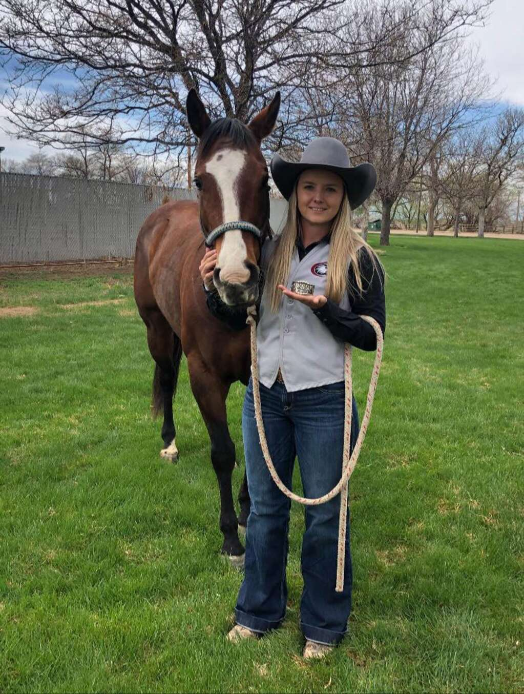 Ratchet and Brianna Williams roped their way to a fourth place finish at the College National Finals Rodeo in the breakaway roping. Just a few days later, Ratchet went down the fence to earn money in an Open Bridle Horse class. Photo courtesy Brianna Williams