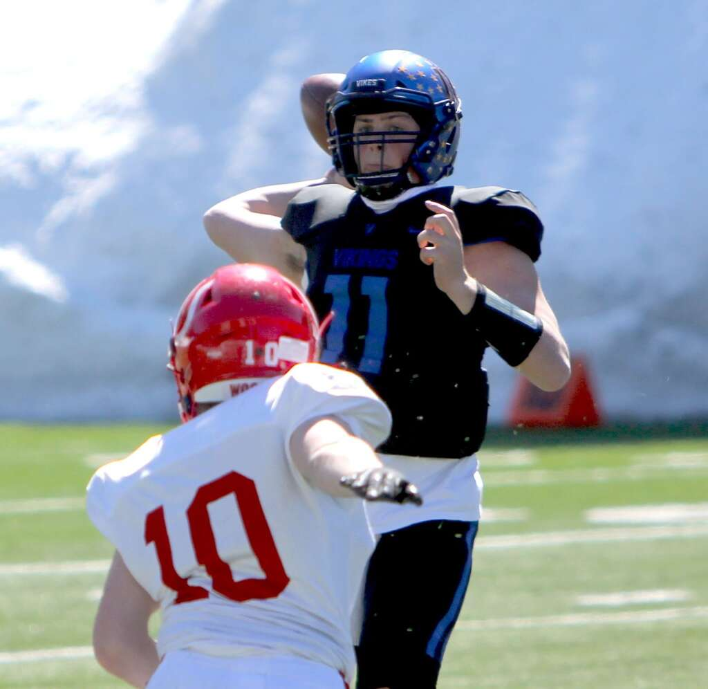 South Tahoe quarterback Jake Tarwater fires a pass while under pressure. <em id=
