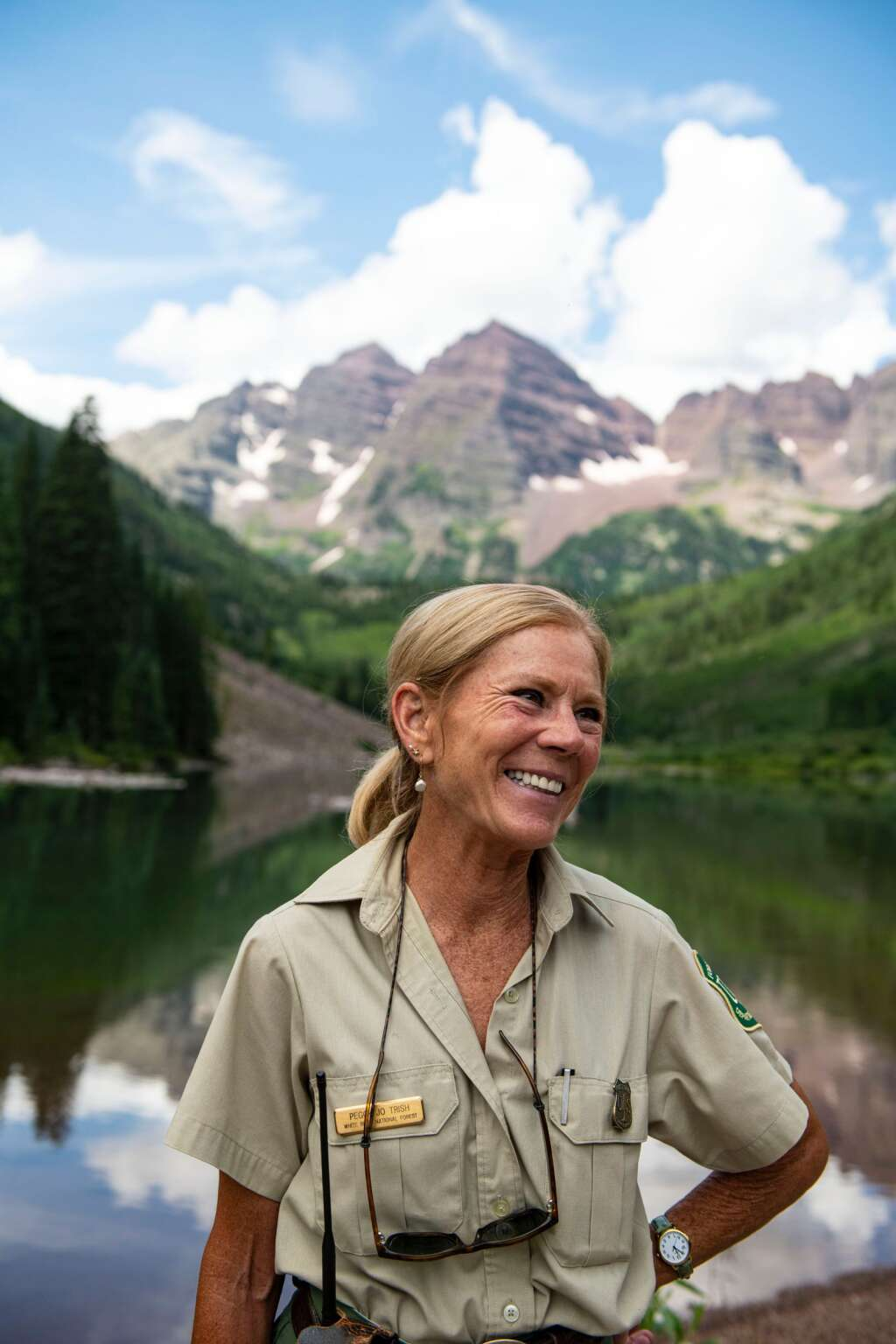 Peggy Jo Trish takes time to chat while on duty at Maroon Lake on Thursday, July 22, 2021. (Kelsey Brunner/The Aspen Times)