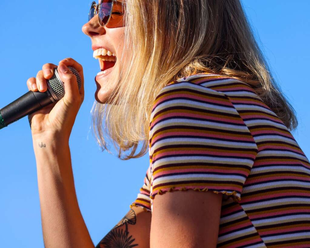 Singer Piper Browne of Miss Mojo, a funk band from New Orleans, performs a free concert on Sunday, July 4, 2021, on Fanny Hill in Snowmass Village. Photo by Austin Colbert/The Aspen Times.