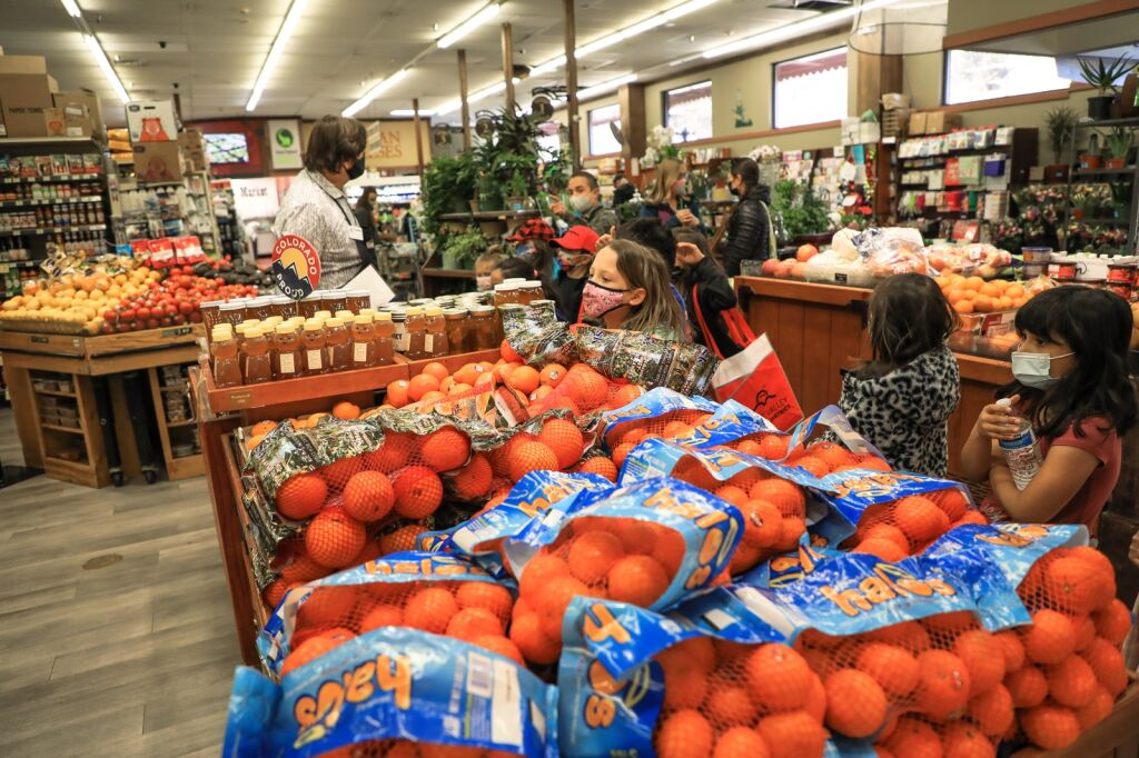 Sustainability in action: First graders explore plastic alternatives at Edwards grocery store