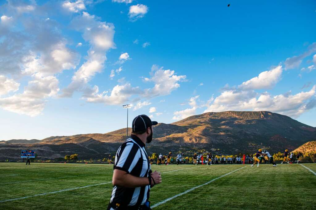 A referee watches the football as Woodland Park receives a kick during the season opener at Basalt High School on Friday, Aug. 27, 2021. (Kelsey Brunner/The Aspen Times)