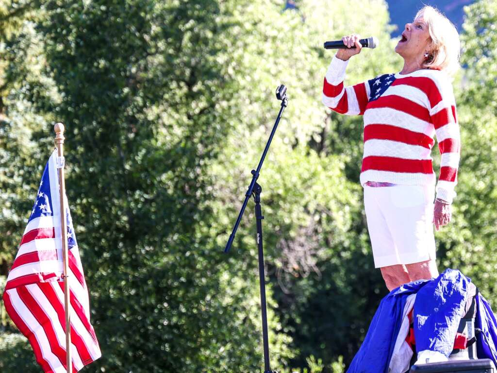 Jeannie Walla sings the national anthem prior to the start of the Boogie's Buddy Race on Sunday, July 4, 2021, at Rio Grande Park in Aspen. Photo by Austin Colbert/The Aspen Times.