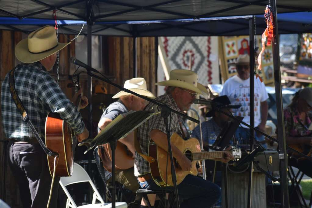 Performers serenade Silt Heyday with live music. |Ray K. Erku / Post Independent