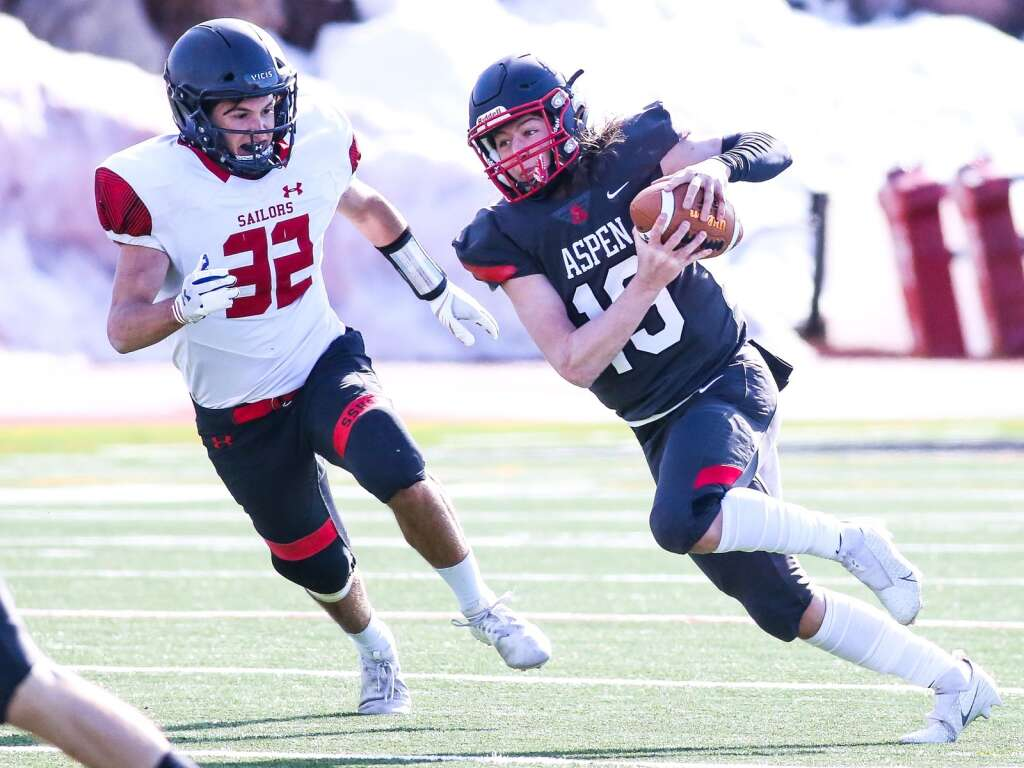 Aspen High School sophomore quarterback Nate Thomas runs with the ball against Steamboat Springs on Saturday, April 10, 2021, on the AHS turf. The Skiers won, 22-7. Photo by Austin Colbert/The Aspen Times.
