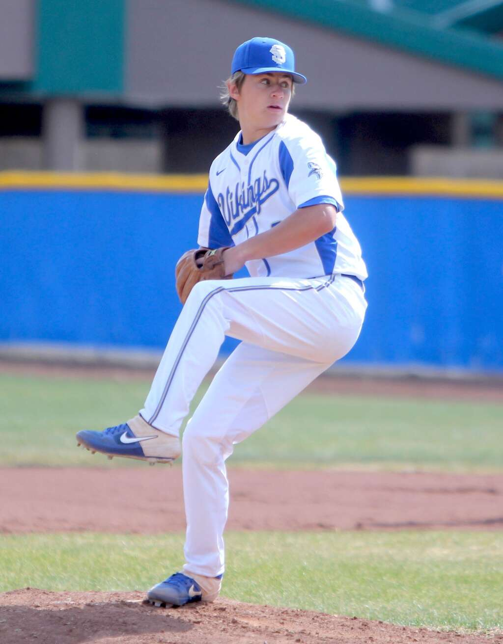 Andrew Lehmann delivers a pitch during his shutout victory.