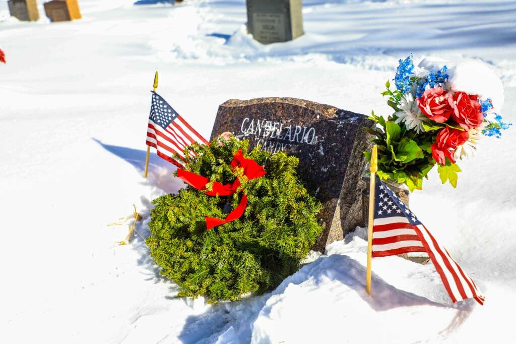 Wreaths mark graves of those who served in military combat for Wreaths Across America Saturday in Minturn. | Chris Dillmann/cdillmann@vaildaily.com