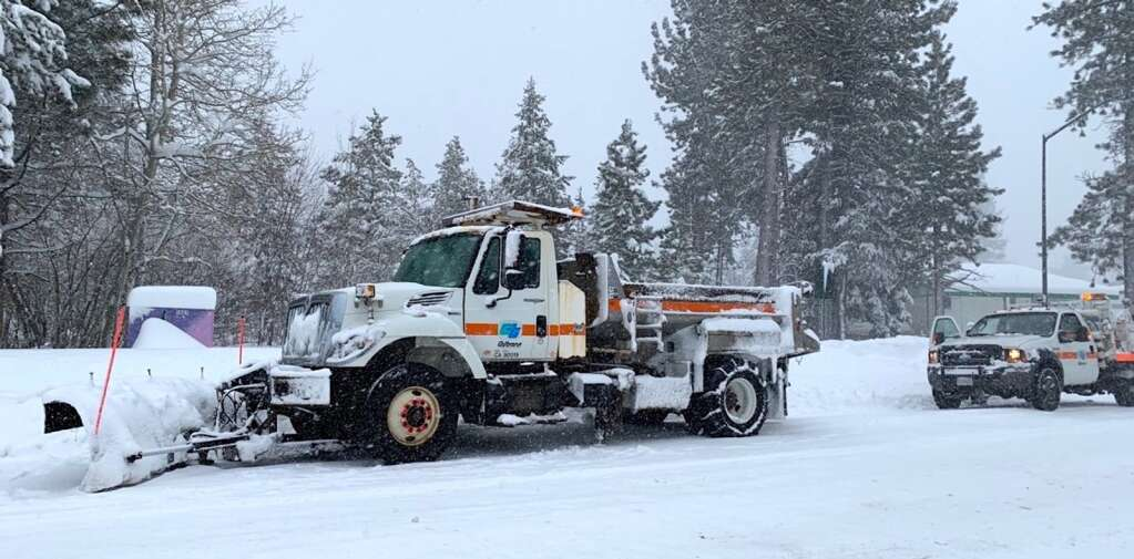 A Caltrans snow plow had some mechanical issues Thursday morning. <em id=