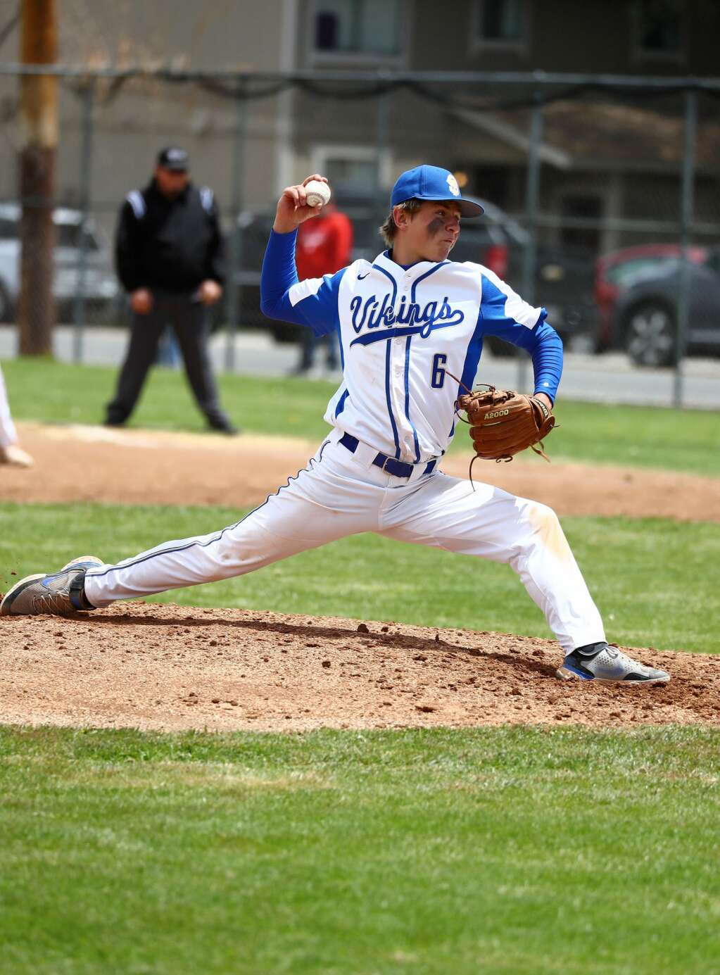Andrew Lehmann delivers a pitch against Truckee.