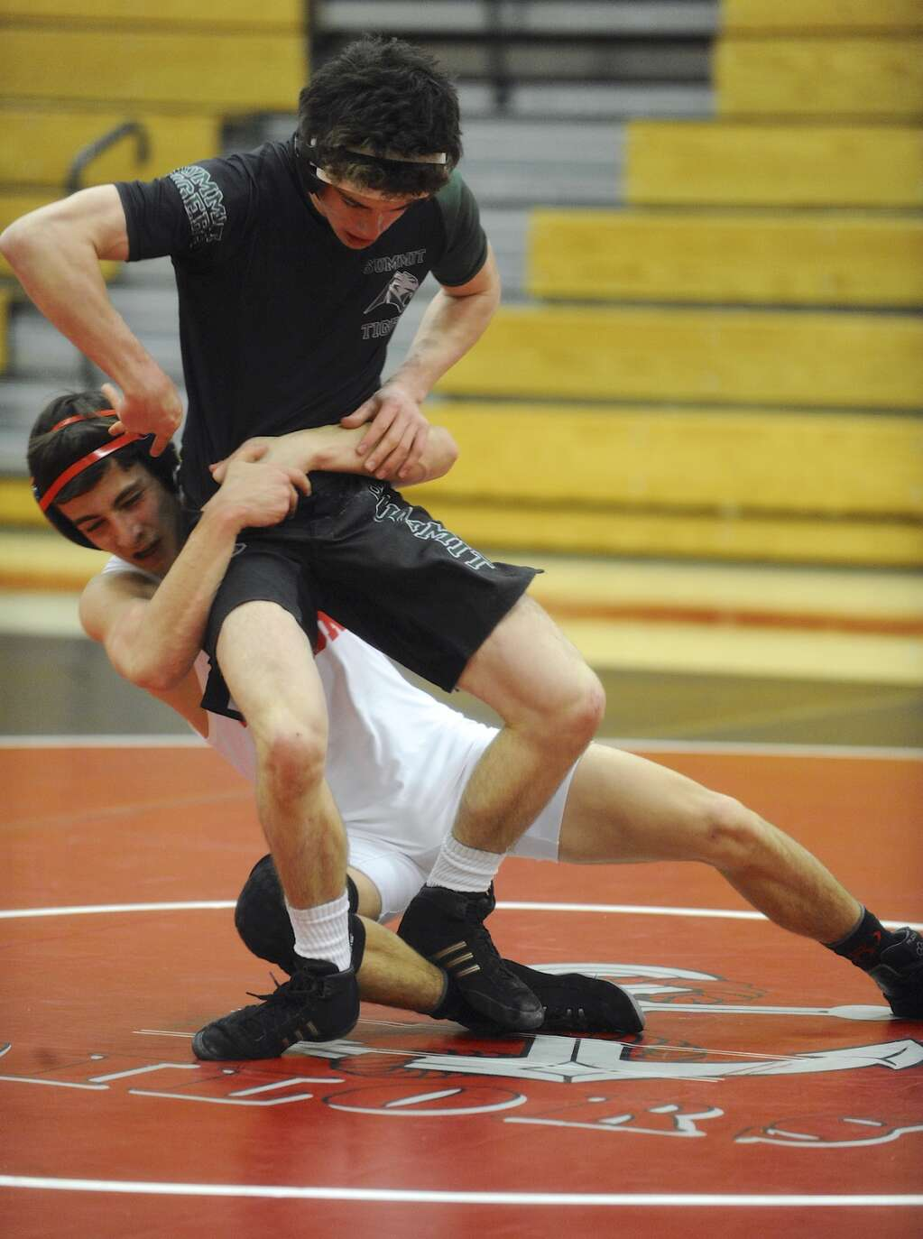 Summit's Aidan Collins dropped a 16-13 decision to Leonardo Meraz in a dual against Glenwood Springs in Steamboat Springs on Thursday, Feb. 4. | Photo by Shelby Reardon / Steamboat Pilot & Today