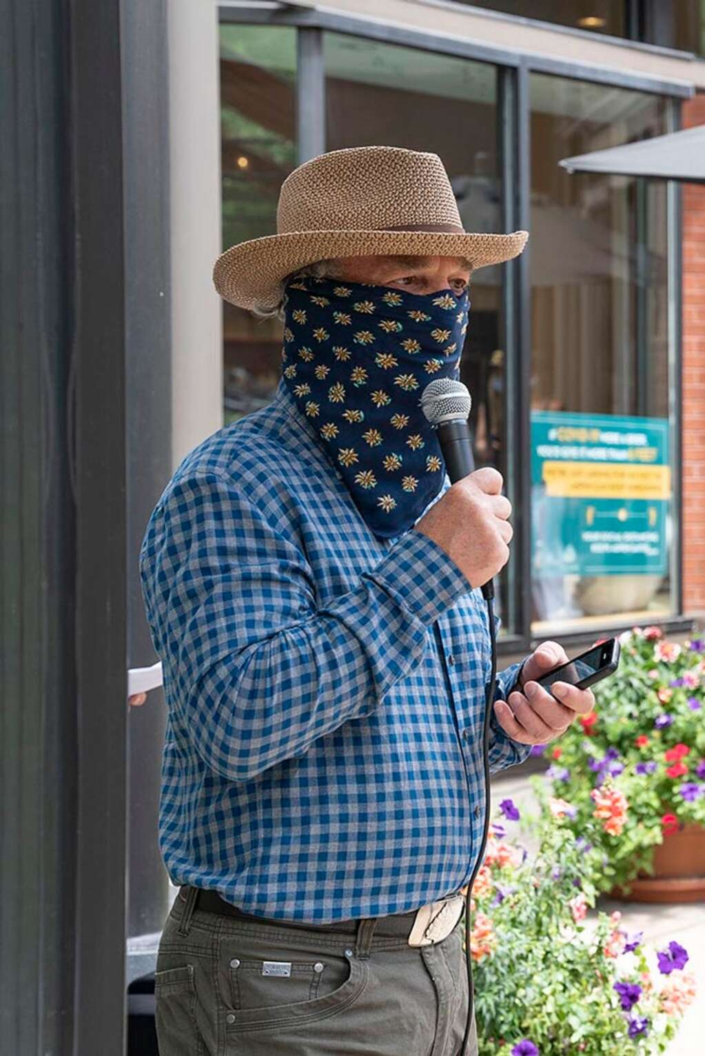 Pitkin County Commissioner Greg Poschman speaks to the audience at Here House about the efficacy of wearing masks.