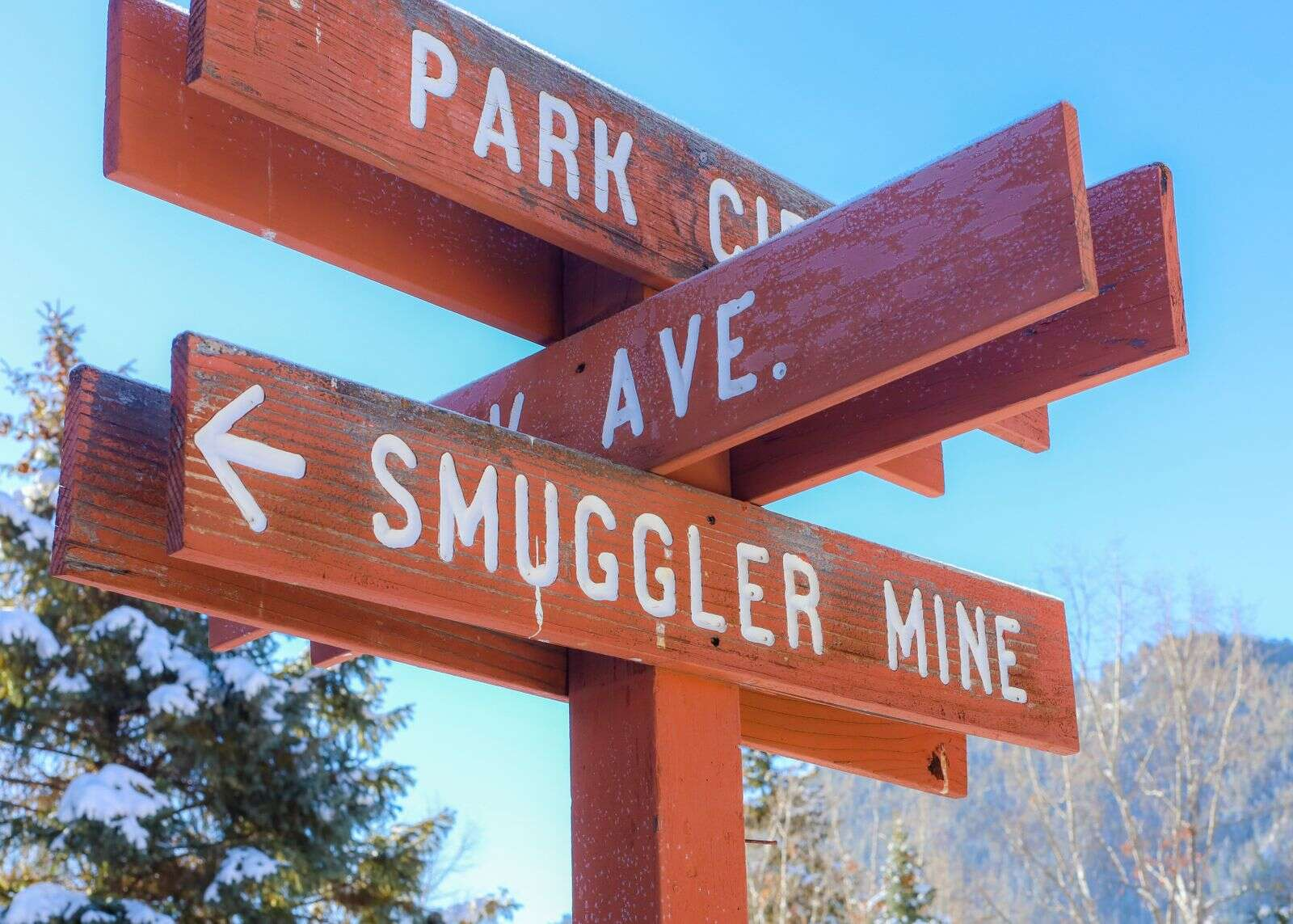 The sign pointing toward Smuggler Mine on Saturday, Nov. 28, 2020, in Aspen. (Photo by Austin Colbert/The Aspen Times)