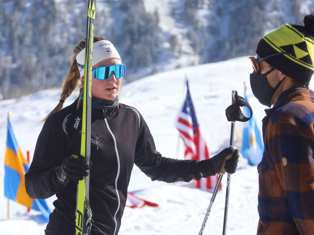 Carbondale's Kate Oldham, left, talks to program director August Teague ahead of an AVSC cross-country ski race on Saturday, Feb. 6, 2021, near the AVSC Clubhouse. Photo by Austin Colbert/The Aspen Times.