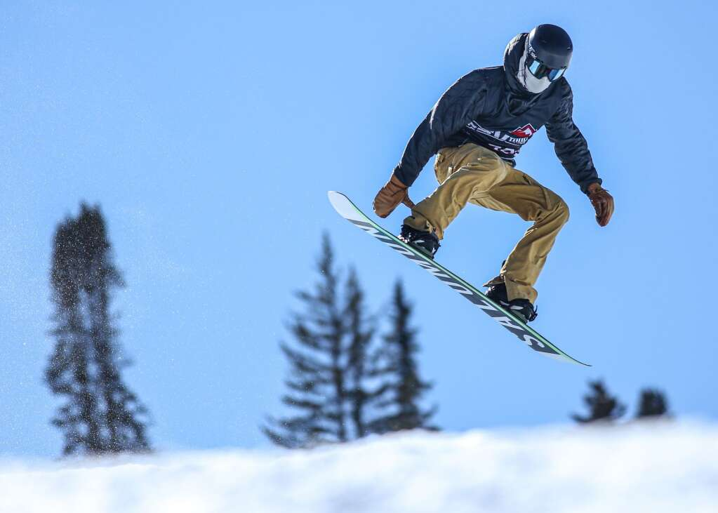 Ryan Wachendorfer competes in the men's snowboard halfpipe contest at the U.S. Revolution Tour stop on Thursday, Feb. 25, 2021, at Buttermilk Ski Area. Photo by Austin Colbert/The Aspen Times.