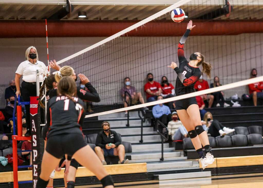 The Aspen High School volleyball team hosts Glenwood Springs on Thursday, Aug. 19, 2021, inside the AHS gymnasium. The Skiers won, 3-2. Photo by Austin Colbert/The Aspen Times.