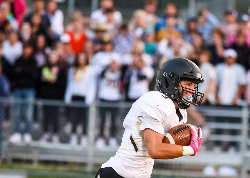 Battle Mountain's Tanner Roberts runs free after making a catch against Basalt on Thursday, Sept. 2, 2021, on the BHS field. | Photo by Austin Colbert/The Aspen Times