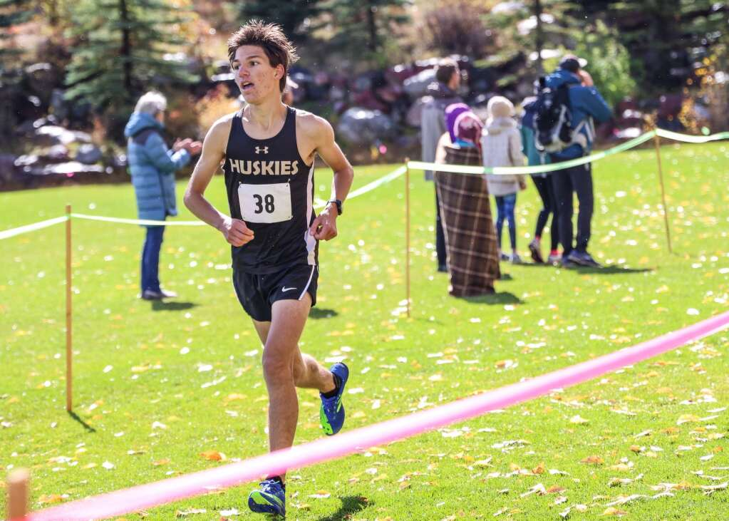 Battle Mountain's Alessandro Cantele competes in the varsity boys high school cross country race of the Chris Severy Invitational on Saturday, Oct. 9, 2021, near Aspen High School. Photo by Austin Colbert/The Aspen Times.